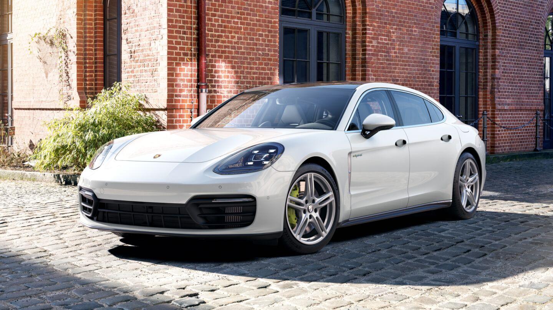 Porsche - Panamera 4S E-Hybrid Executive - Drive defines us.